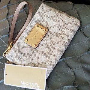 MICHAEL Michael Kors Bags - Small MK wristlet